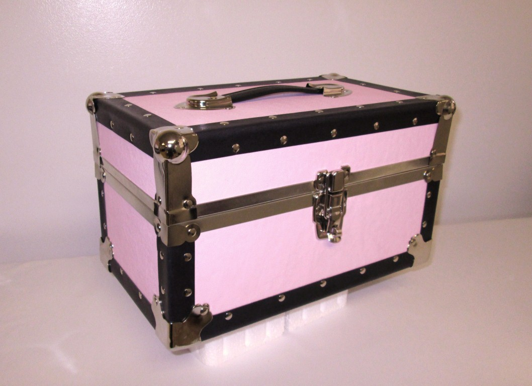 lock boxes mini trunks and storage oh my live10for2. Black Bedroom Furniture Sets. Home Design Ideas
